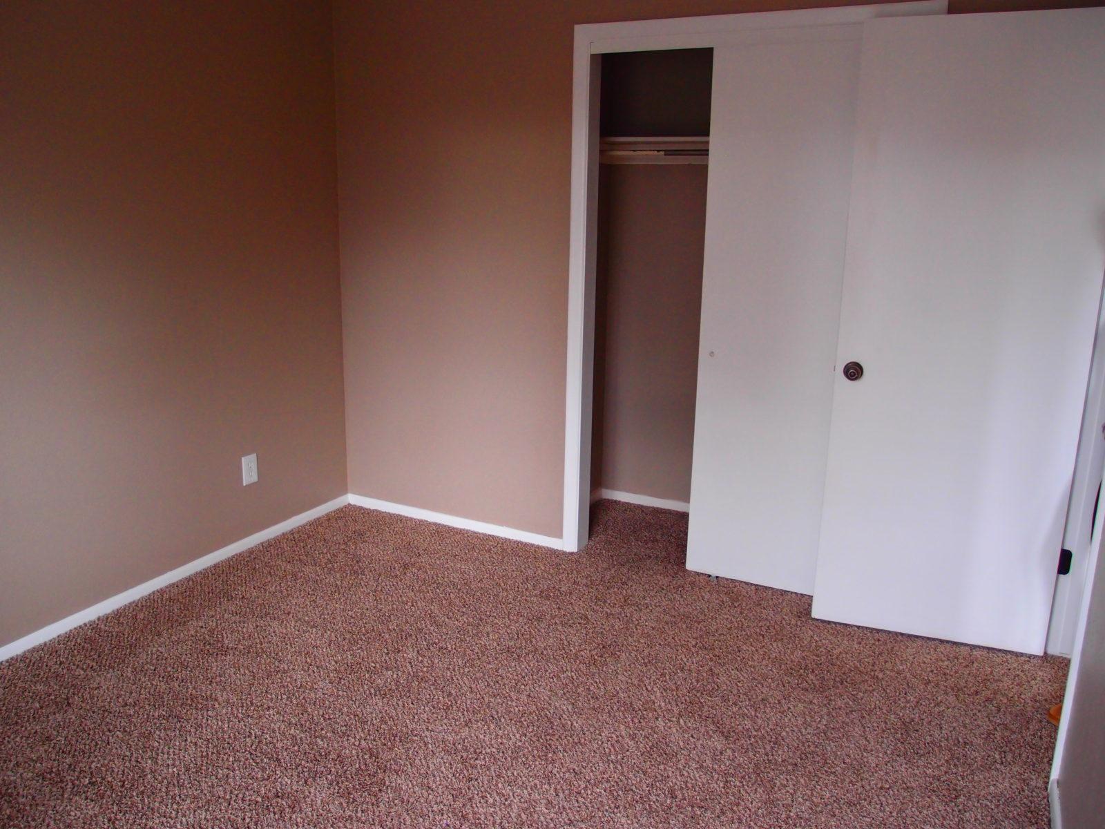 231 bed 2 closet