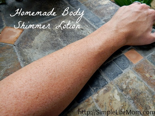 27 Last Minute DIY Gift Ideas - Homemade Body Shimmer Lotion from Simple Life Mom