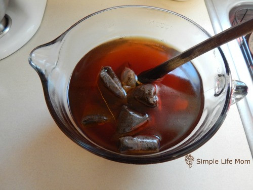 How to Make Kombucha Tea in 4 Easy Steps. Get probiotics,, vitamins, and minerals for a better natural healthy gut from Simple Life Mom