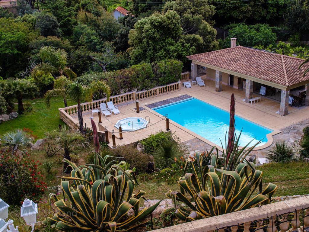 Swimming pool at Manor Russum
