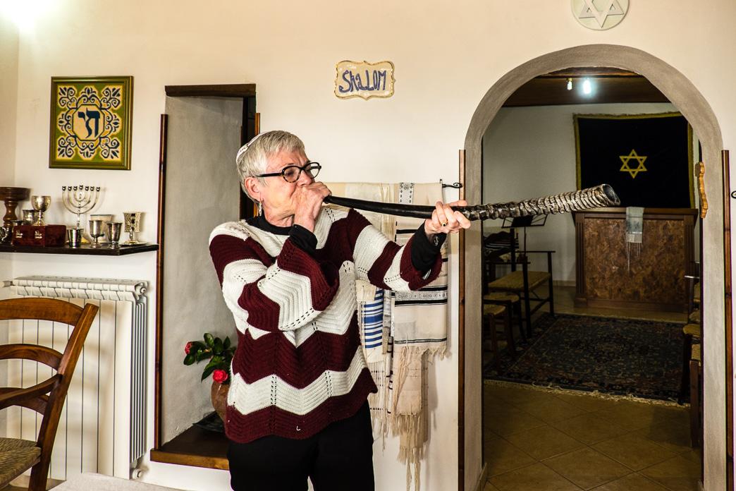 Rabbi Barbara Aiello blowing the Shofar