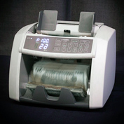 Bill counter that identifies counterfeits | CF bill counter