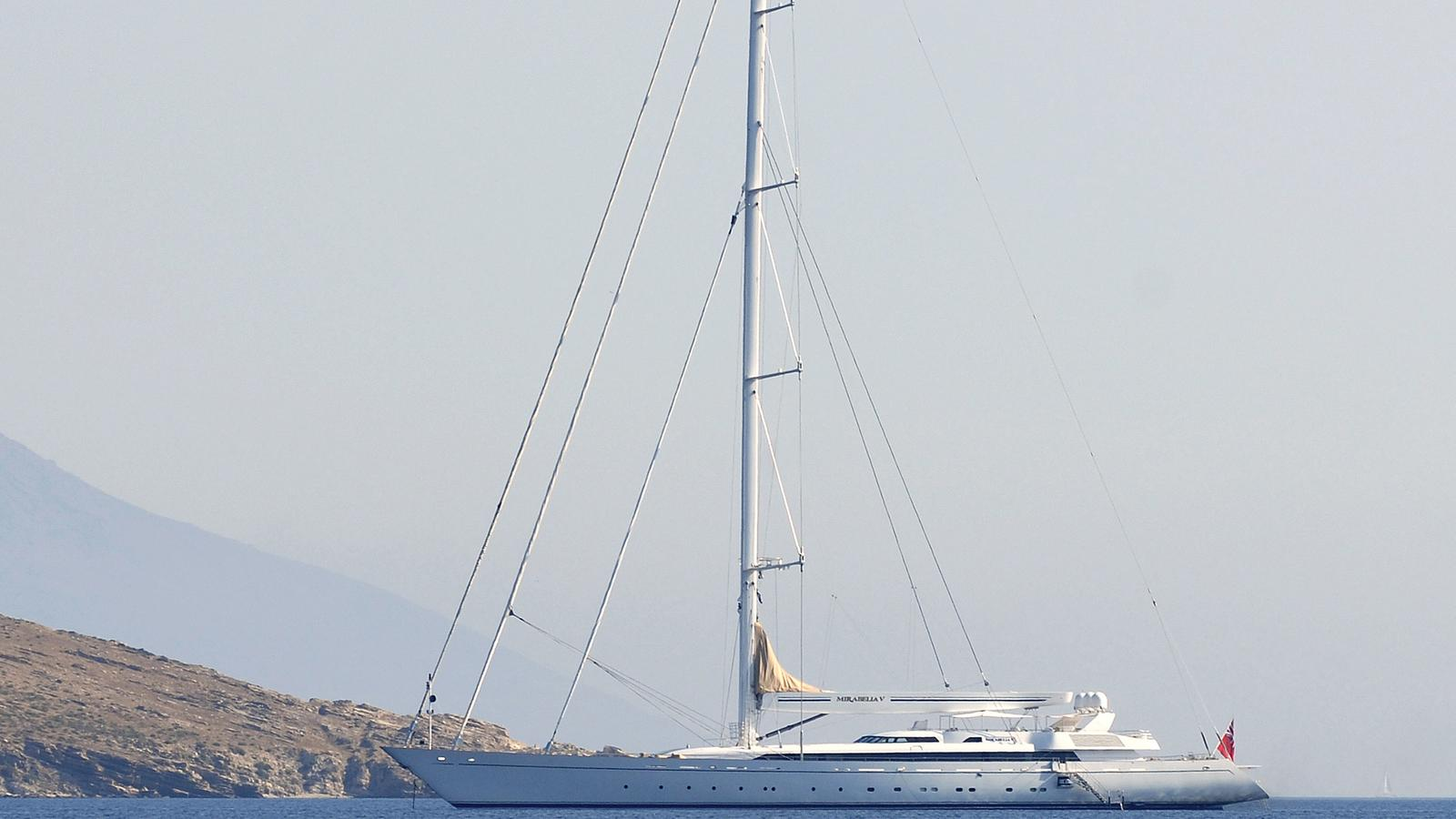 m5-super-yacht-sailing-boat