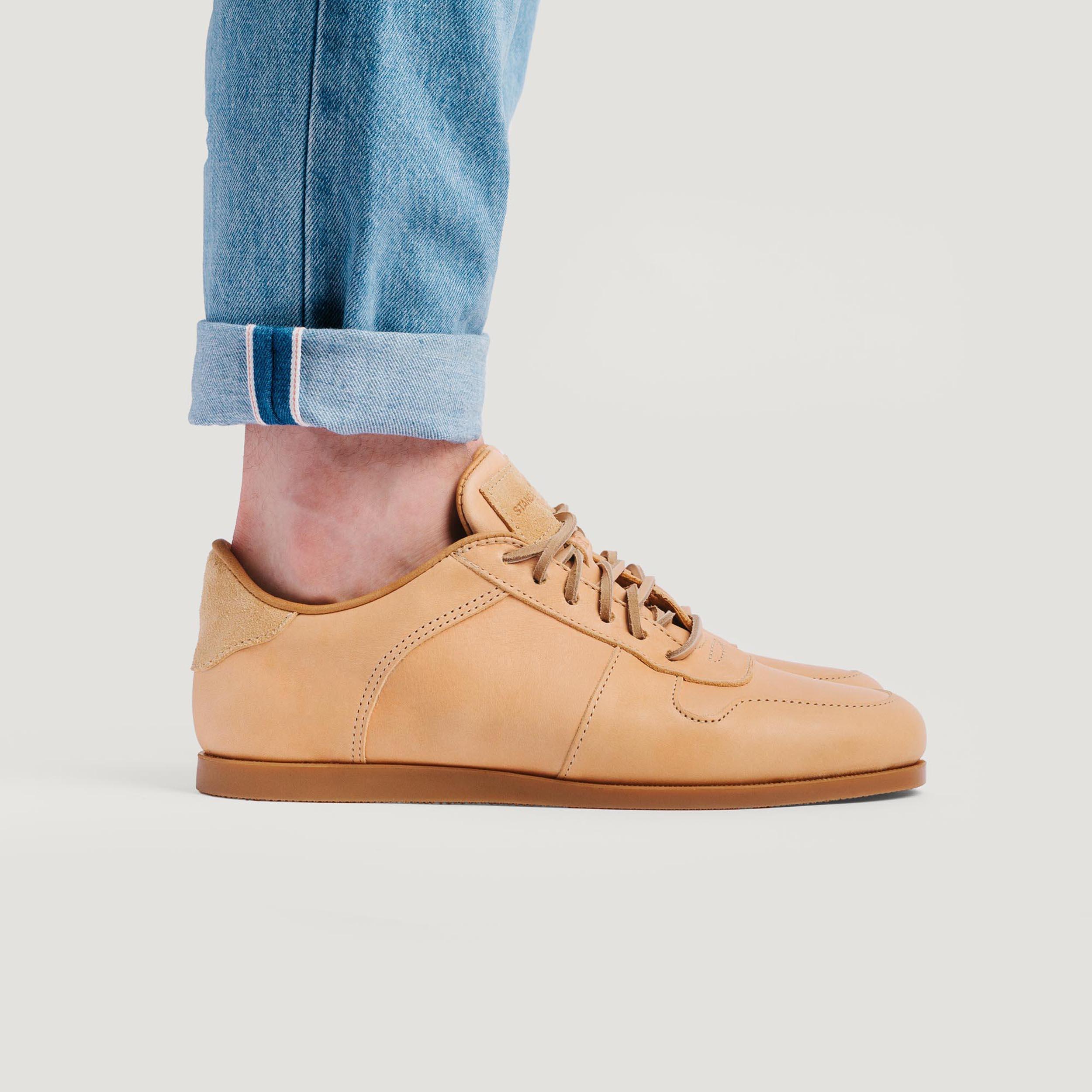 on-foot-side-profile-honey