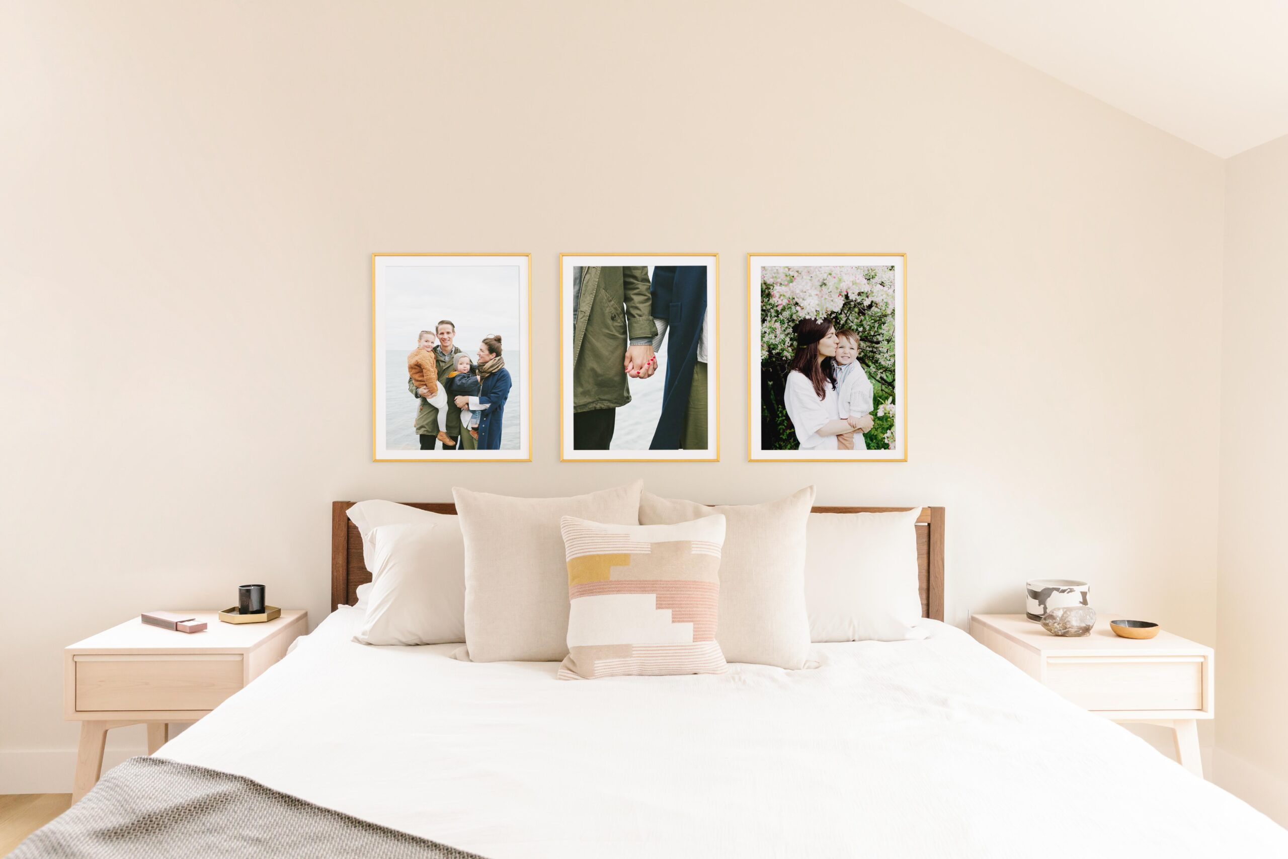 20190321-mothers-day-lifestyle-brass-modern-frames-above-bed-33