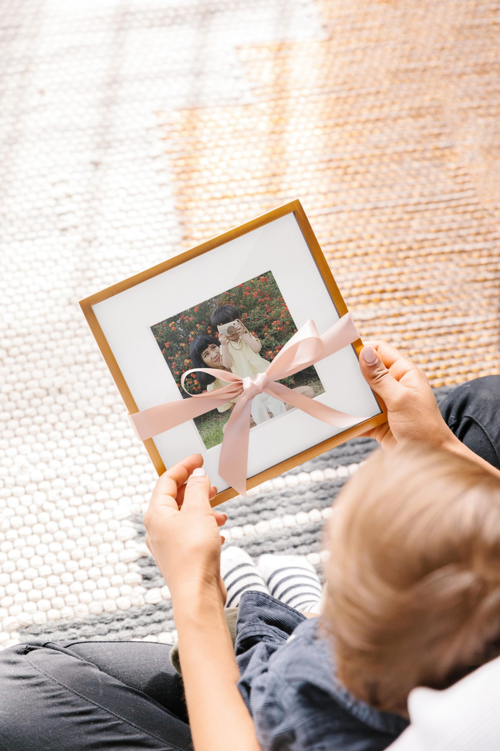 20190322-mothers-day-lifestyle-brass-tabletop-with-kid-gifting-56
