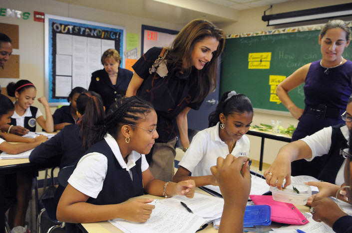 Her Majesty Queen Rania of Jordan visits a science class and chats with students in East Harlem, New York City.
