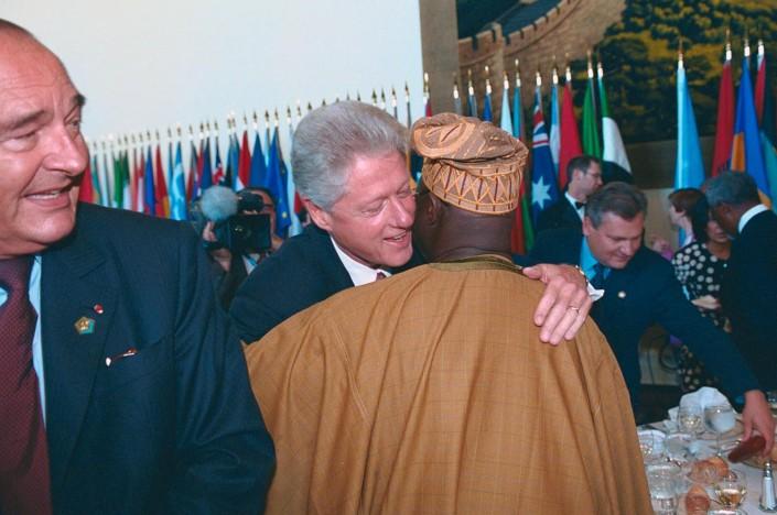 US President Bill Clinton embraces Nigerian President Olusegun Obasanjo at the UN.