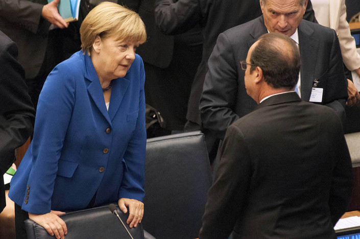 German Chancellor Angela Merkel speaks informally with French President Francois Hollande at the UN.