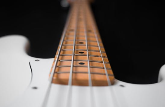 4 Questions You Need to Answer Before Choosing a Bass or Electric Guitar