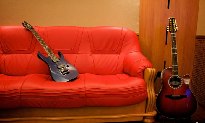 Acoustic vs Electric Guitar: Which Should I Choose?