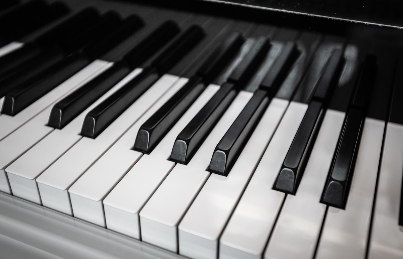 Piano vs Keyboard Lessons – Are They the Same?