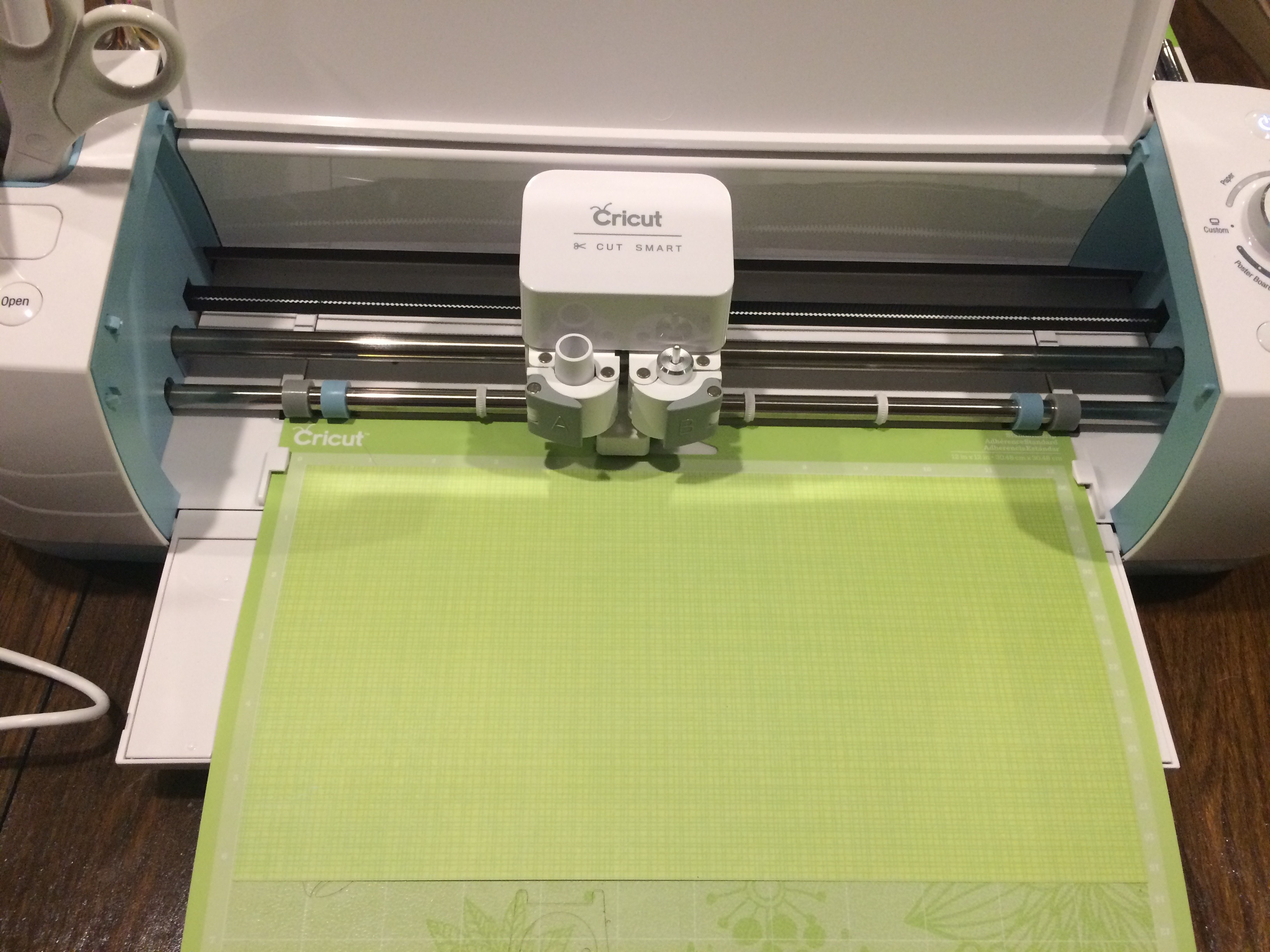 Using a Cricut Explore to craft DIY vinyl projects and homemade cards