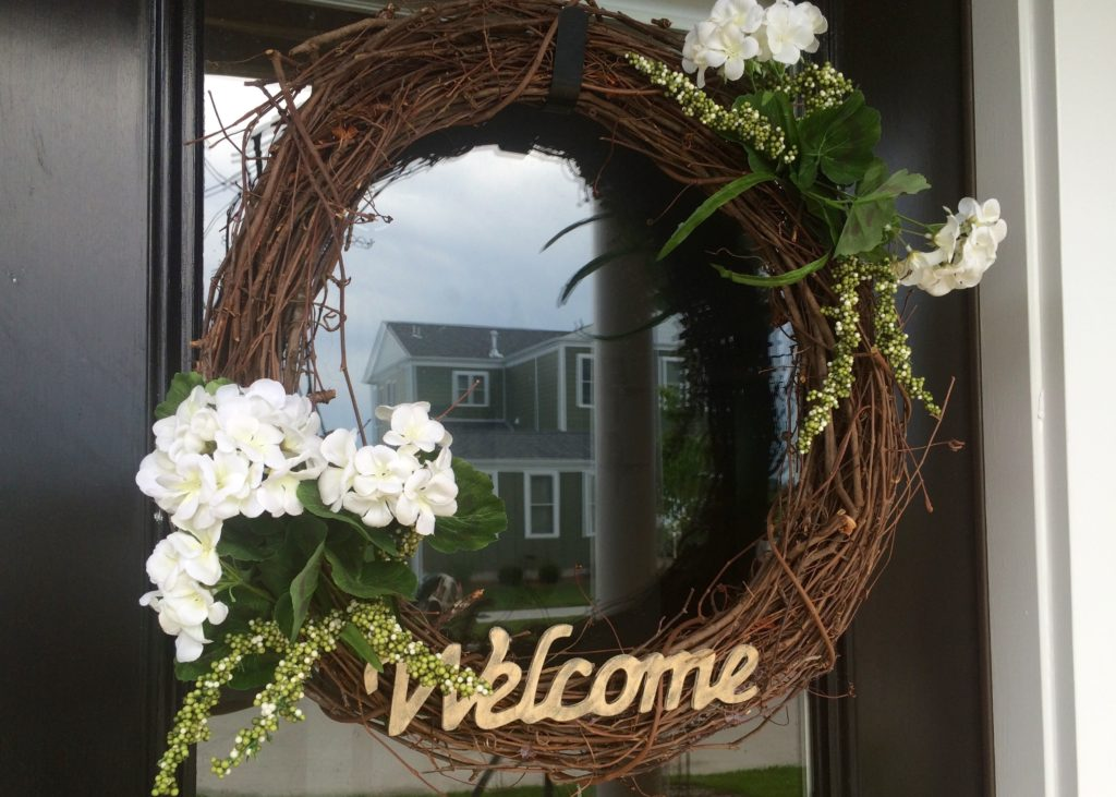 Easy Summer Welcome Wreath - DIY home decor and more at The Pike's Place