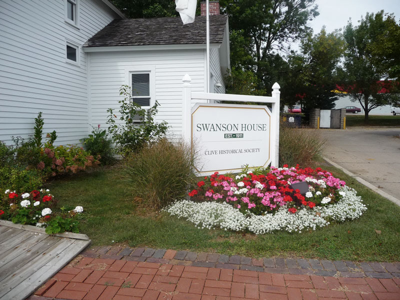 Swanson-House-sign-with-geraniums