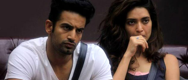 Karishma accepts Upen's proposal and breaks-up with her boyfriend Rushabh