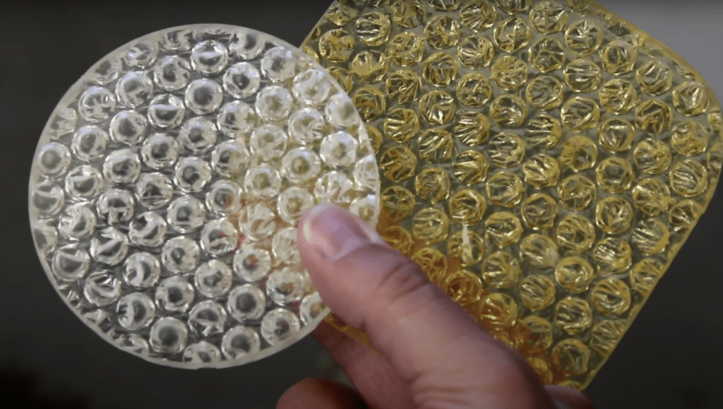 an example of very yellowed bubblewrap, cased in resin