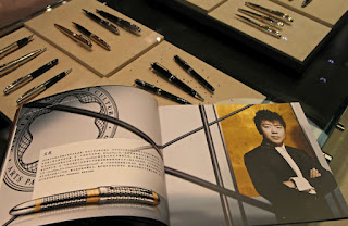 Luxury Stores Pull Out Mandarin Phrase Books