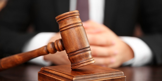 White Collar Crimes Lawyer Tampa - Photo of judge hitting gavel on his desk.