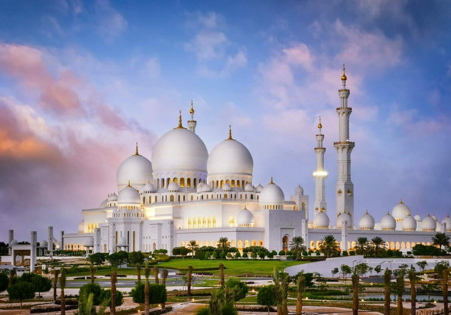 Sheikh Zayed Grand Mosque-Abu Dhabi-UAE-Must See in Abu Dhabi-Visit Abu Dhabi- Tour Abu Dhabi- Egypt&Beyond
