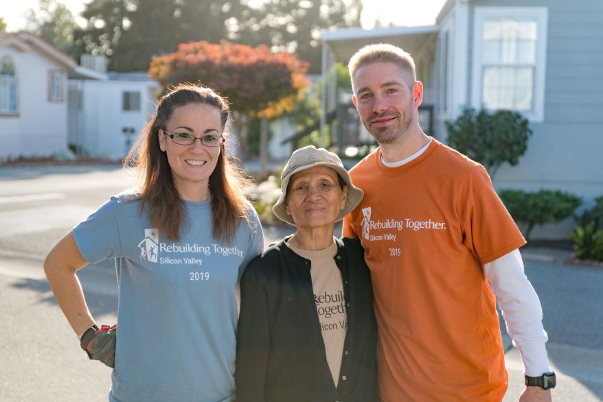 RTSV volunteers with homeowner