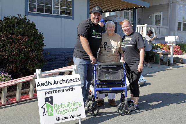 RTSV Volunteers Pose with Happy Homeowner