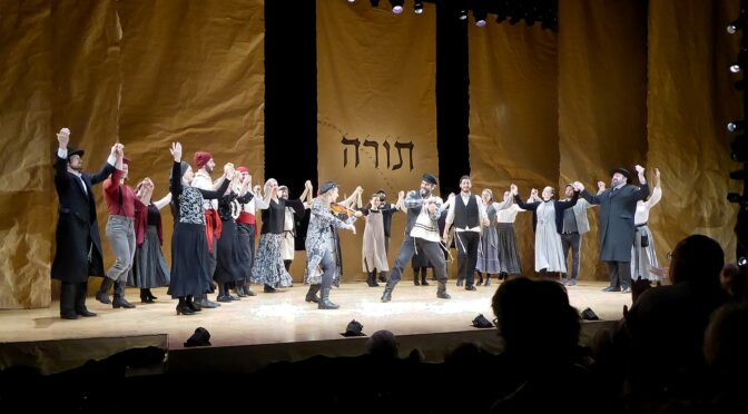 'Fiddler on the Roof' in Yiddish is a Theater Experience Not to be Missed; Off-Broadway Run Extended to Jan. 5