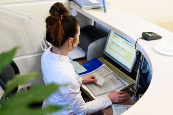 Female receptionist holding business card (photo)