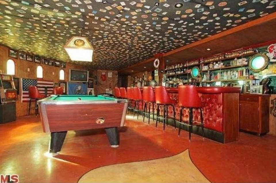 02-adams-pool-bar