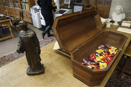 School to unveil writer's 'Death Collection'