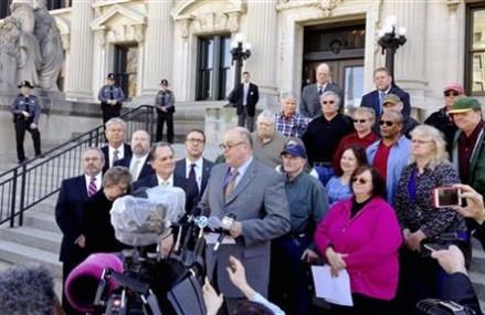 Illinois justices overturn state's landmark 2013 pension law