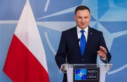 Polish president calls for beefed-up NATO presence