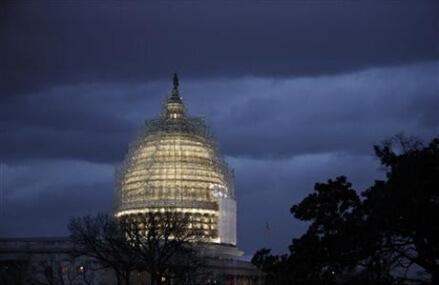 AP Poll: Public doubts Washington's problem-solving ability