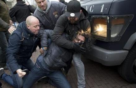 The Latest: Dutch riot police, anti-migrant protesters clash