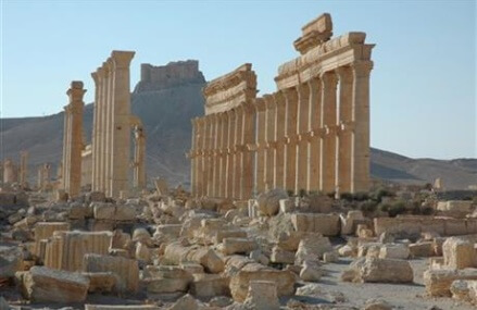 Syrian forces enter IS-held Palmyra; intense clashes with IS