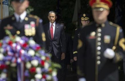 Obama marks Memorial Day at Arlington National Cemetery