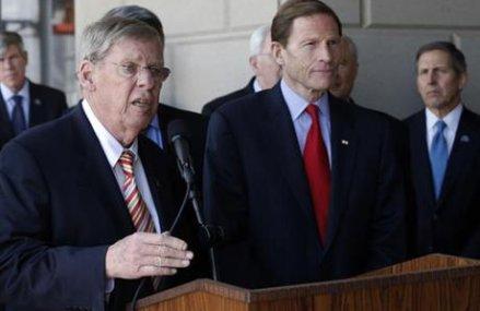 Trump-Clinton race tests Senate race in reliably GOP Georgia