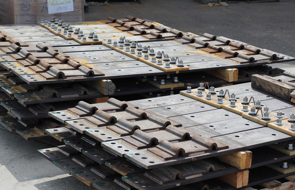 Insulated gage plates w Pandrol