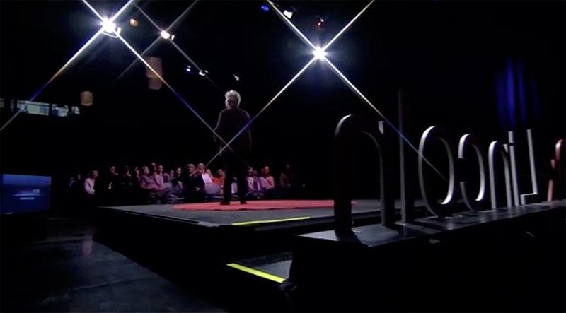 Keynote Speaker T. Marni Vos on Stage