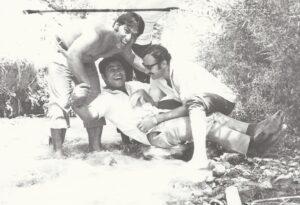 من اليمين رزاق ومحمد حسين وأموري في الكلي شمال العراق