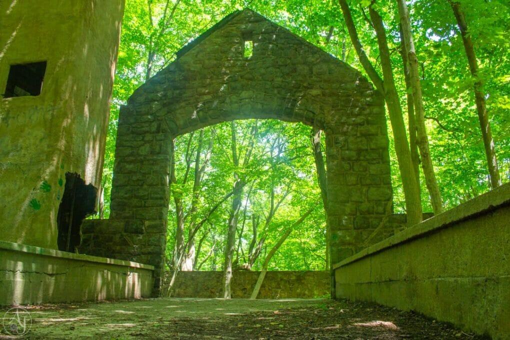 Undercliff Trail Ruins NY
