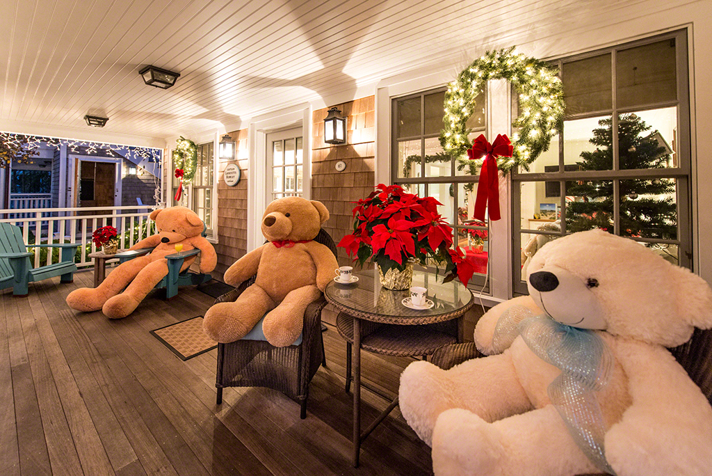 Some Of The Big Bears From The Martha's Vineyard Teddy Bear Suite