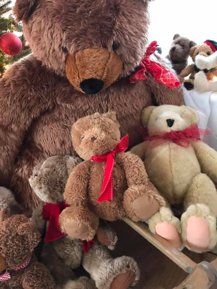The Martha's Vineyard Teddy Bear Suite Kicks Off Its 10th Year With Teddies Around Town Teddy Bear Trot 5 K Christmas in Edgartown Holiday Fundraiser For Martha's Vineyard Boys & Girls Club