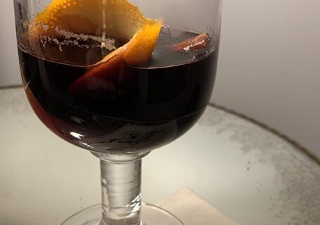 mulled- red-wine-in-glass