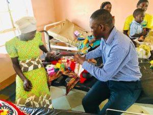 Daniel Okabe visiting hospital - faithradiouganda.org