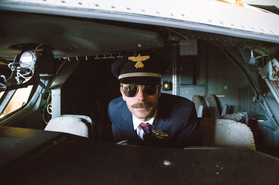Dierks Bentley Drunk On A Plane Video - CountryMusicRocks.net