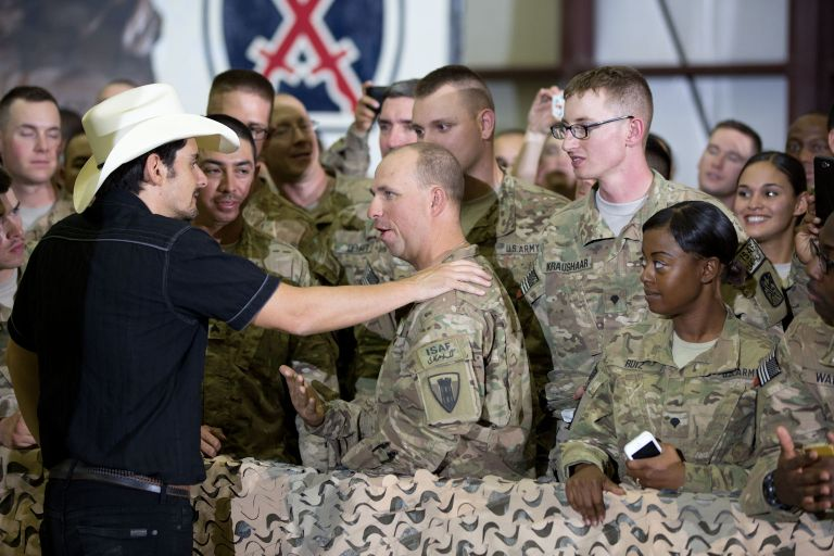 _greeting soldiers by Pete Souza The White House - CountryMusicRocks.net