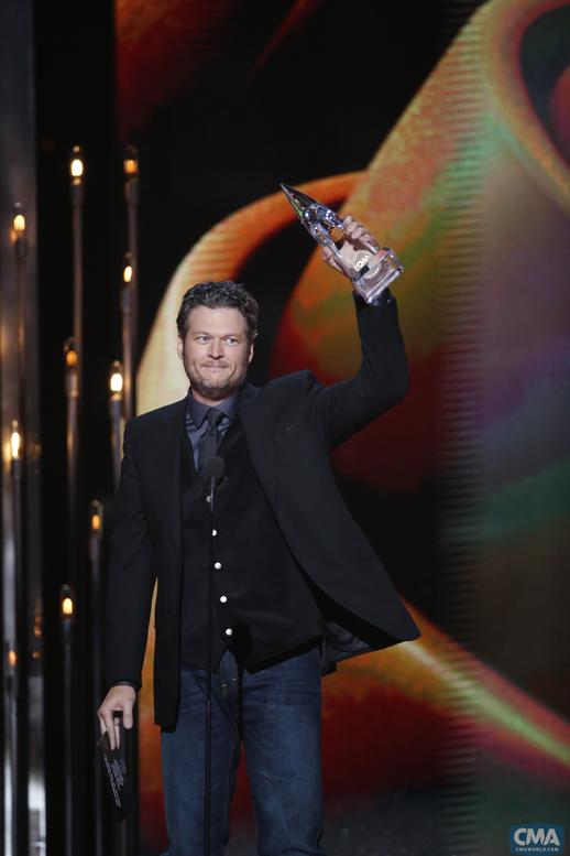 Blake-Shelton-CMA-Awards-Winner---CountryMusicRocks.net
