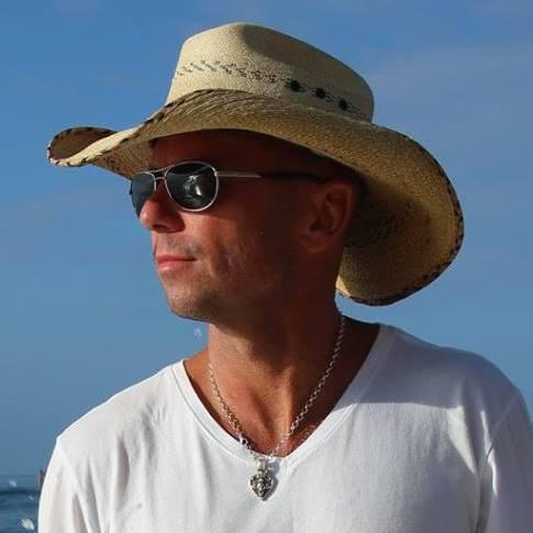 Kenny-Chesney-CountryMusicRocks.net