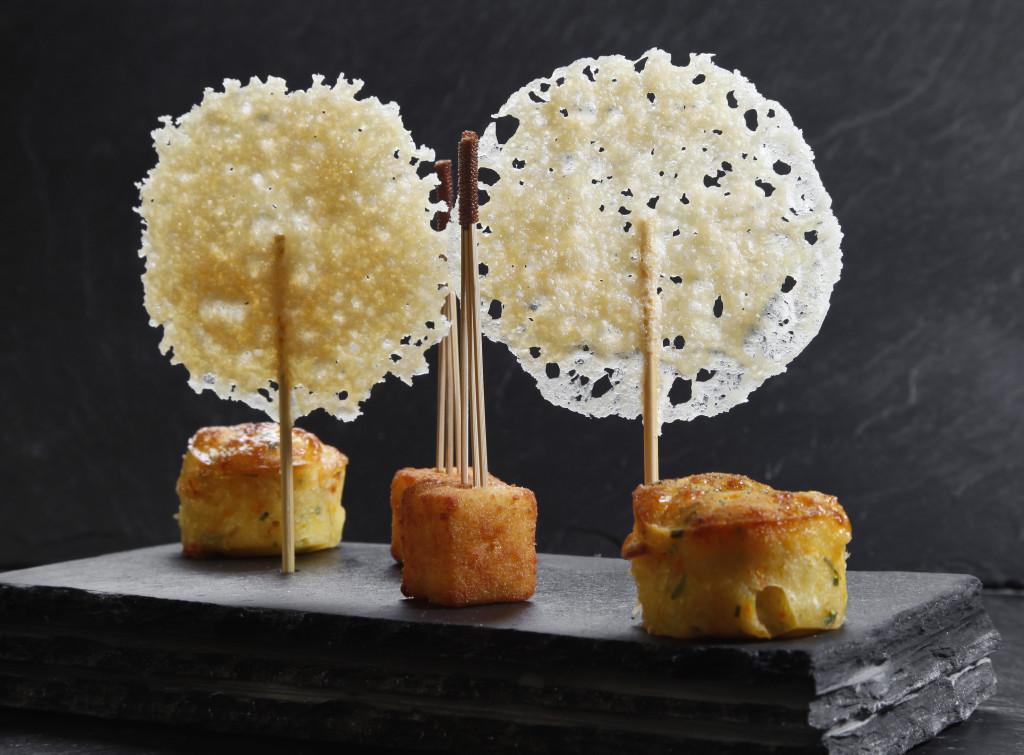 Michelin-Sucette_de_parmesan_et_cube_de_polenta_Vertigo_Geneva_Michelin_Star_Restaurant